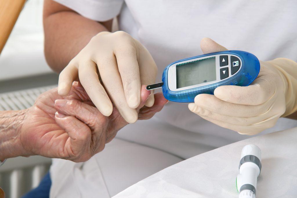 Exames médicos essenciais. Conheça os 10 principais e quando você deve realizar!